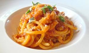 spaghettini with tomatoes