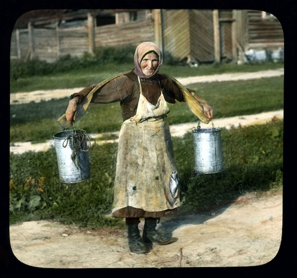 Saint_Petersburg_woman_carrying_buckets_of_water,_near_Leningrad