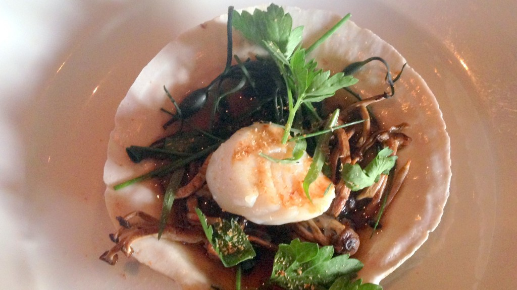 live-scallop-oceanic-with-dashi-seaweed-web-size